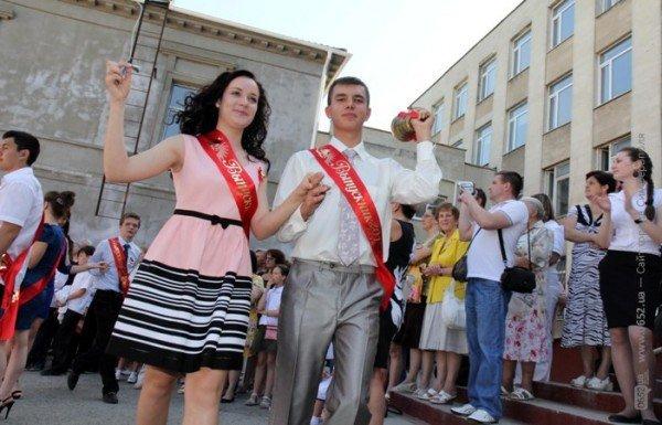 Фоторепортаж: Выпускники Симферополя празднуют окончание школы, фото-9
