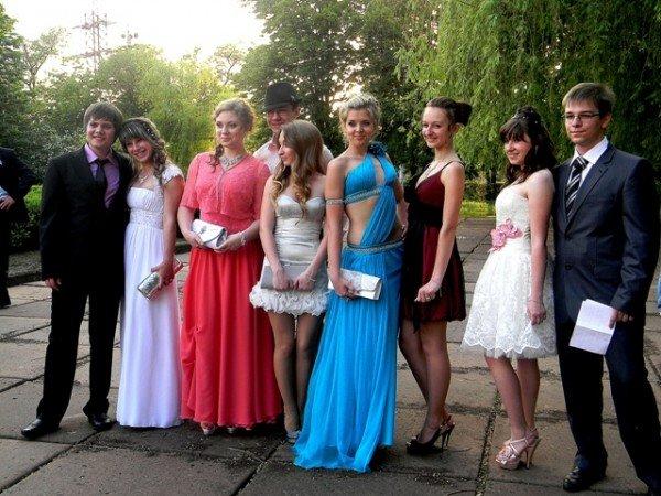 Выпускники Кривого Рога получили аттестаты и встретили рассвет (ФОТО), фото-1