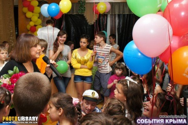 В Симферополе «кавказская пленница» подарила детям книги (фото), фото-5