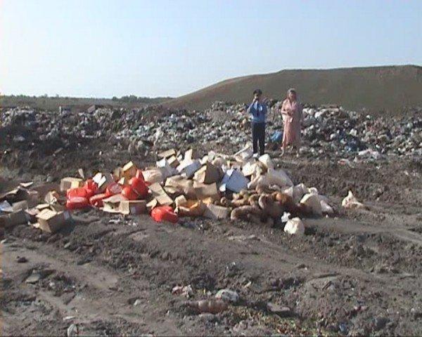 В Луганске «захоронили» две тонны молочных продуктов и 126 килограммов вареной колбасы (ФОТО), фото-2