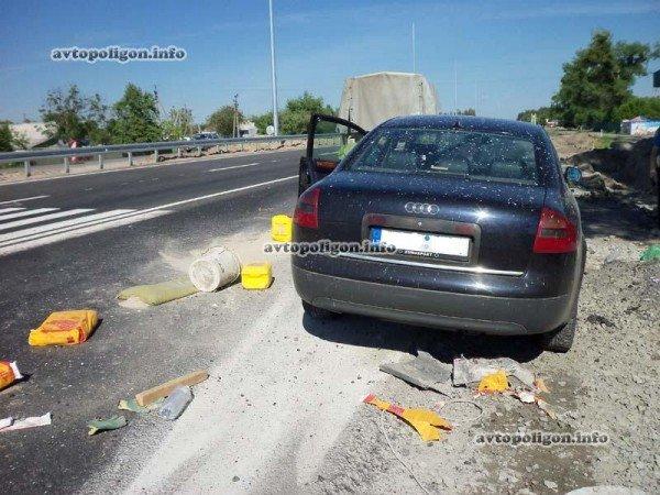 На Житомирской трассе Ауди врезался в ГАЗель и дорожных рабочих – пострадали два человека (ФОТО), фото-12