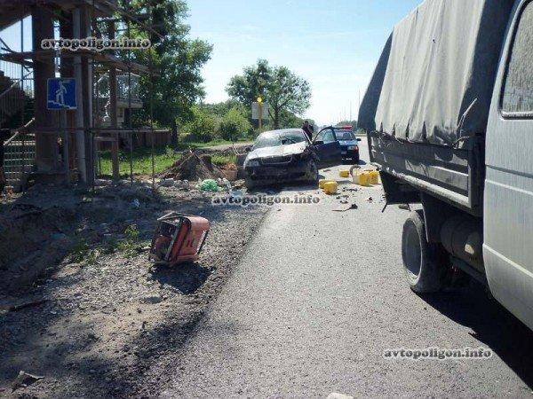На Житомирской трассе Ауди врезался в ГАЗель и дорожных рабочих – пострадали два человека (ФОТО), фото-4