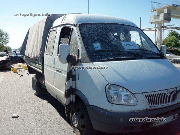 На Житомирской трассе Ауди врезался в ГАЗель и дорожных рабочих – пострадали два человека (ФОТО), фото-6