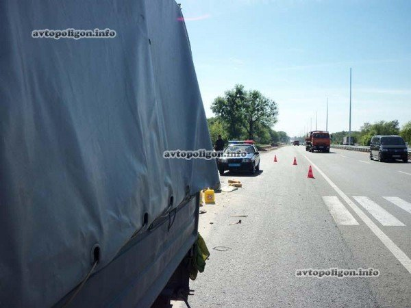 На Житомирской трассе Ауди врезался в ГАЗель и дорожных рабочих – пострадали два человека (ФОТО), фото-7