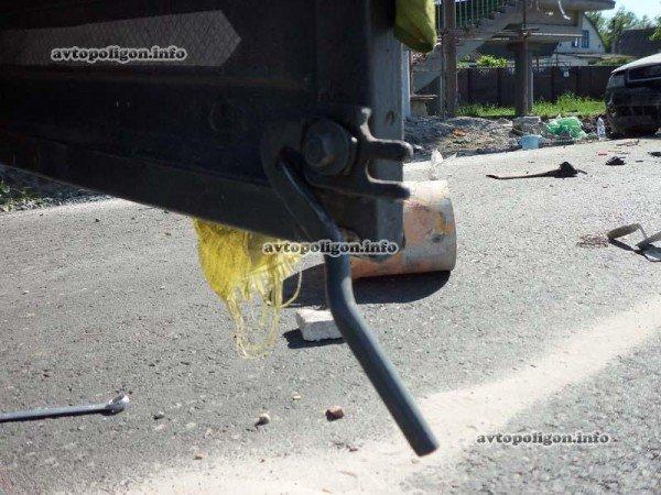 На Житомирской трассе Ауди врезался в ГАЗель и дорожных рабочих – пострадали два человека (ФОТО), фото-8