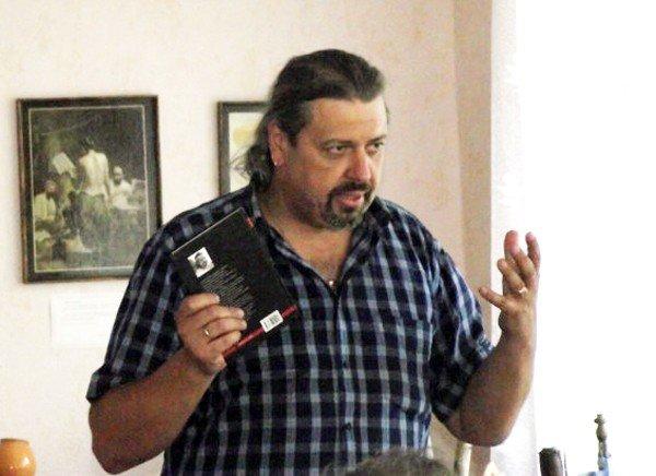 Украинский писатель Сергей Пантюк презентовал в Горловке сборник стихов и роман о войне, фото-3