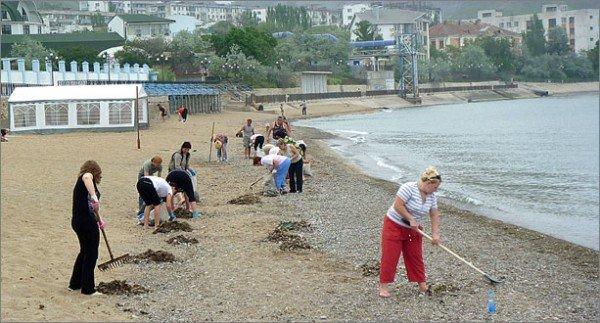 Крымчане убирают пляжи перед курортным сезоном (фото), фото-1