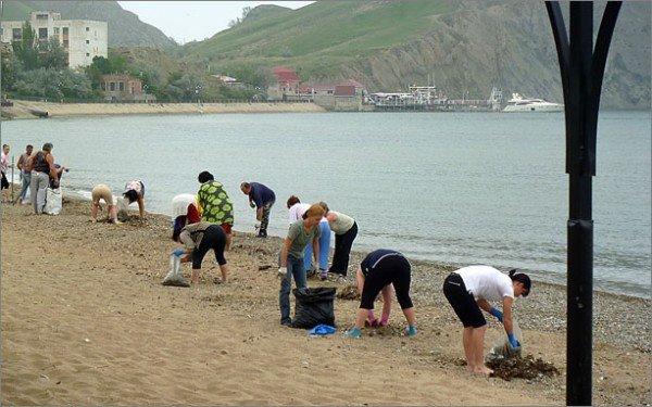 Крымчане убирают пляжи перед курортным сезоном (фото), фото-2