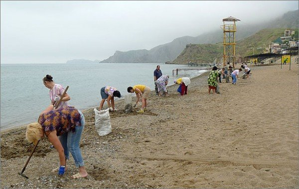 Крымчане убирают пляжи перед курортным сезоном (фото), фото-3