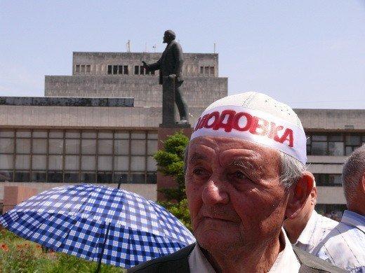 Крымскотатарские оппозиционеры решили голодать под Совмином (фото), фото-5