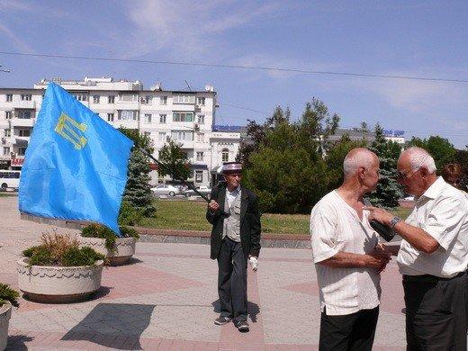 Крымскотатарские оппозиционеры решили голодать под Совмином (фото), фото-3