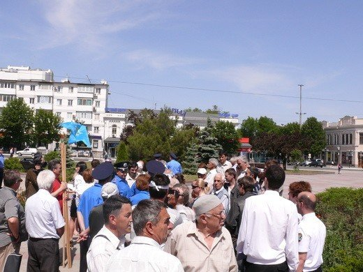 Крымскотатарские оппозиционеры решили голодать под Совмином (фото), фото-2