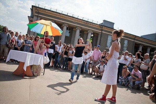 Уличный театр в Кривом Роге сопровождали погодные спецэффекты (ФОТО), фото-2