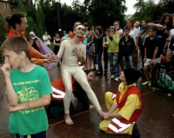 Уличный театр в Кривом Роге сопровождали погодные спецэффекты (ФОТО), фото-7