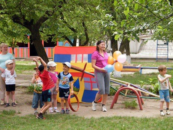 Горловские дошкольники весело отпраздновали Международный день семьи, фото-12