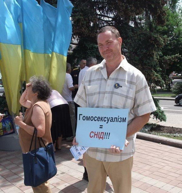 На митинге в Донецке противники гомосексуализма предложили провести гей-парад в Киеве в день ВДВ, «чтобы весело было» (фото), фото-11