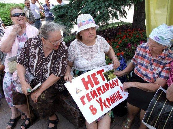 На митинге в Донецке противники гомосексуализма предложили провести гей-парад в Киеве в день ВДВ, «чтобы весело было» (фото), фото-10