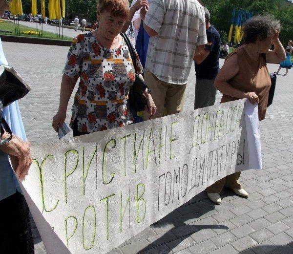 На митинге в Донецке противники гомосексуализма предложили провести гей-парад в Киеве в день ВДВ, «чтобы весело было» (фото), фото-7