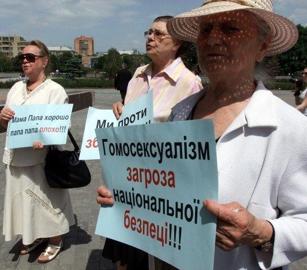 На митинге в Донецке противники гомосексуализма предложили провести гей-парад в Киеве в день ВДВ, «чтобы весело было» (фото), фото-6