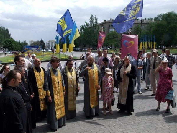 На митинге в Донецке противники гомосексуализма предложили провести гей-парад в Киеве в день ВДВ, «чтобы весело было» (фото), фото-5