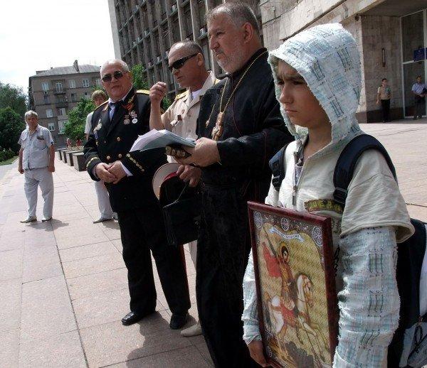 На митинге в Донецке противники гомосексуализма предложили провести гей-парад в Киеве в день ВДВ, «чтобы весело было» (фото), фото-4