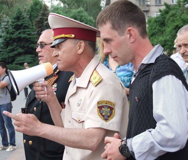 На митинге в Донецке противники гомосексуализма предложили провести гей-парад в Киеве в день ВДВ, «чтобы весело было» (фото), фото-2