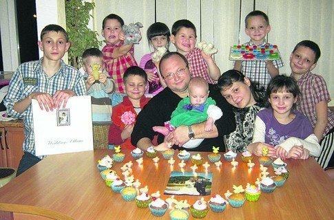 Истории украинских семей: многодетная семья из Ялты усыновила пятерых малышей, фото-1