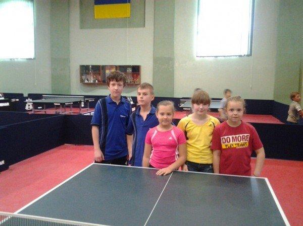 Пять юных ялтинских спортсменов выступили в заключительный туре Детской Лиги по настольному теннису, фото-1
