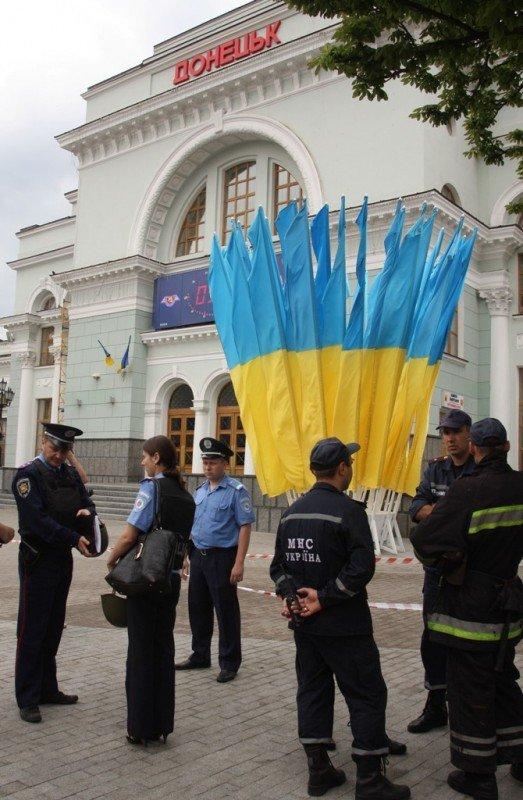 Донецкий железнодорожный вокзал оцепила милиция, проверяя информацию о заминировании  (фото), фото-4