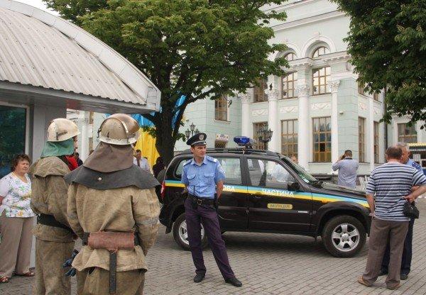 Донецкий железнодорожный вокзал оцепила милиция, проверяя информацию о заминировании  (фото), фото-2