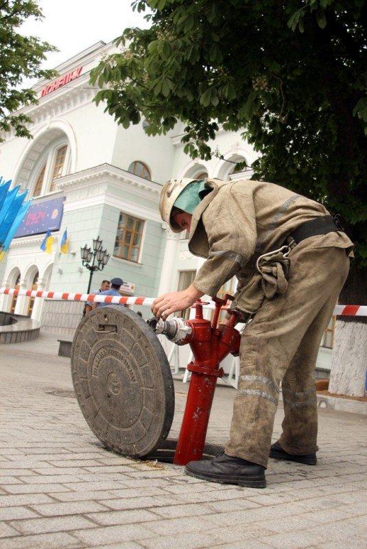 Донецкий железнодорожный вокзал оцепила милиция, проверяя информацию о заминировании  (фото), фото-6