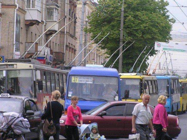 У центрі Рівного через тролейбуси знову затори (ФОТО), фото-1