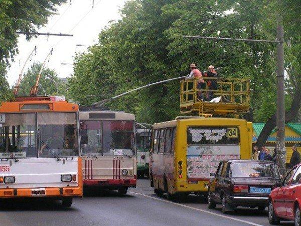 У центрі Рівного через тролейбуси знову затори (ФОТО), фото-2