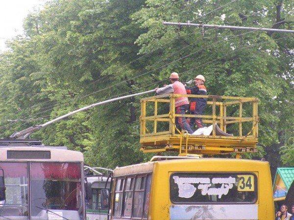 У центрі Рівного через тролейбуси знову затори (ФОТО), фото-4
