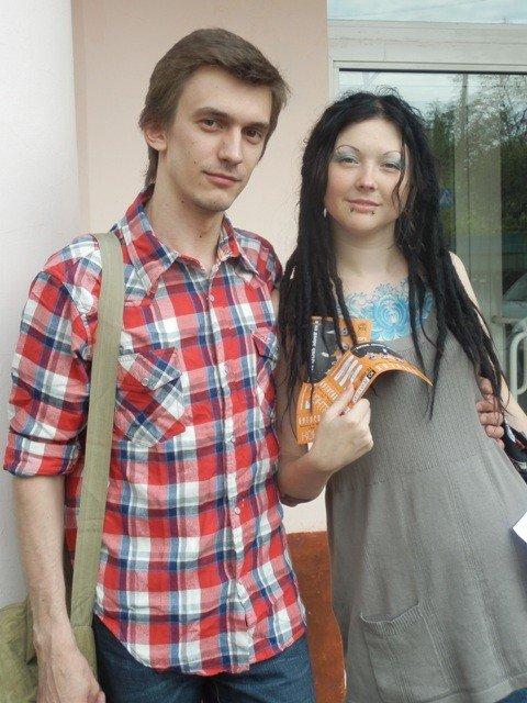 Девушка по городу: Марина и Евгений идут на концерт Вячеслава Бутусова благодаря поддержке Артемовска и Татарстана, фото-1