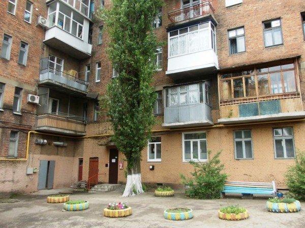В Артемовске жители дома по улице Циолковского, 27 переоборудовали старый подвал в тренажерный зал, фото-1