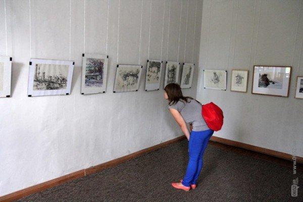 Вдова крымскотатарского художника Рамиза Нетовкина открыла в Симферополе выставку его работ (фото), фото-2