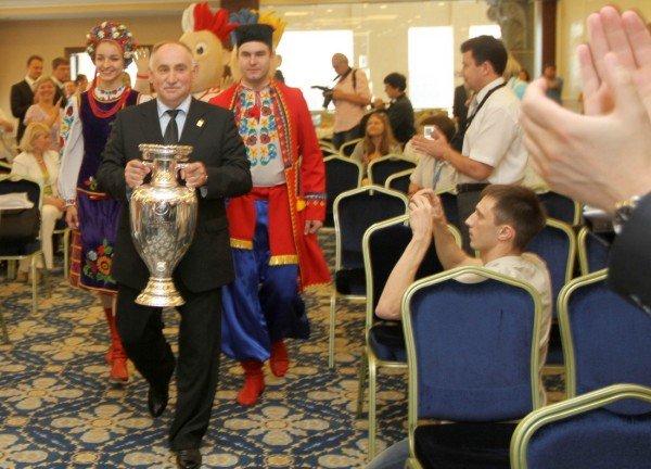 Звезда «Шахтера» представил в Донецке Кубок Анри Делоне (фото), фото-1
