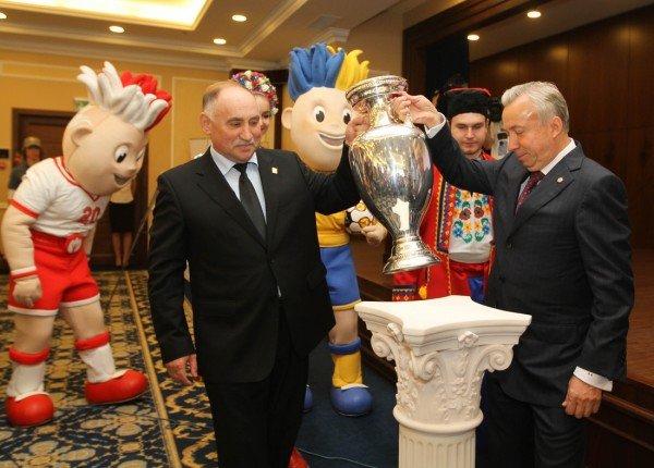 Звезда «Шахтера» представил в Донецке Кубок Анри Делоне (фото), фото-3
