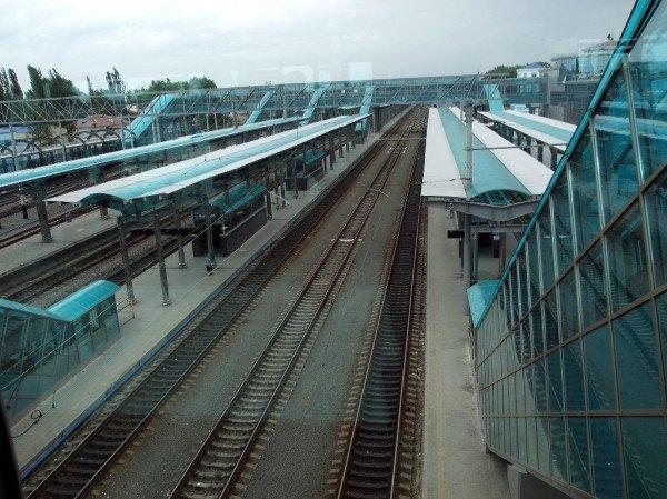 На новом Донецком железнодорожном вокзале нет урн для мусора (фото), фото-1