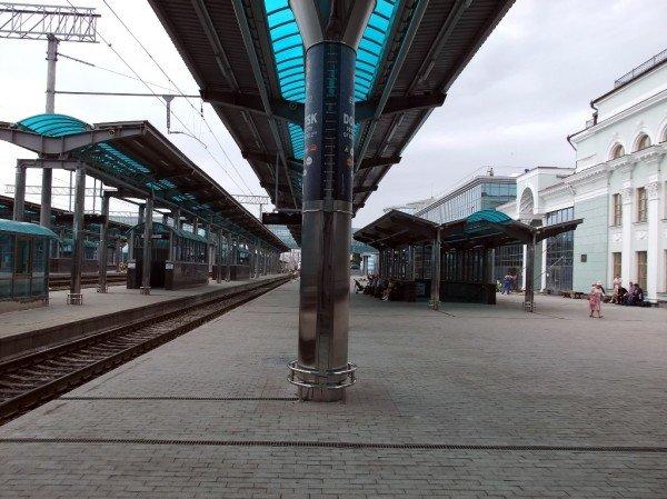 На новом Донецком железнодорожном вокзале нет урн для мусора (фото), фото-2