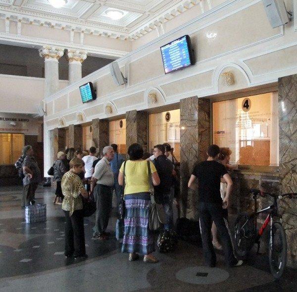 На новом Донецком железнодорожном вокзале нет урн для мусора (фото), фото-3