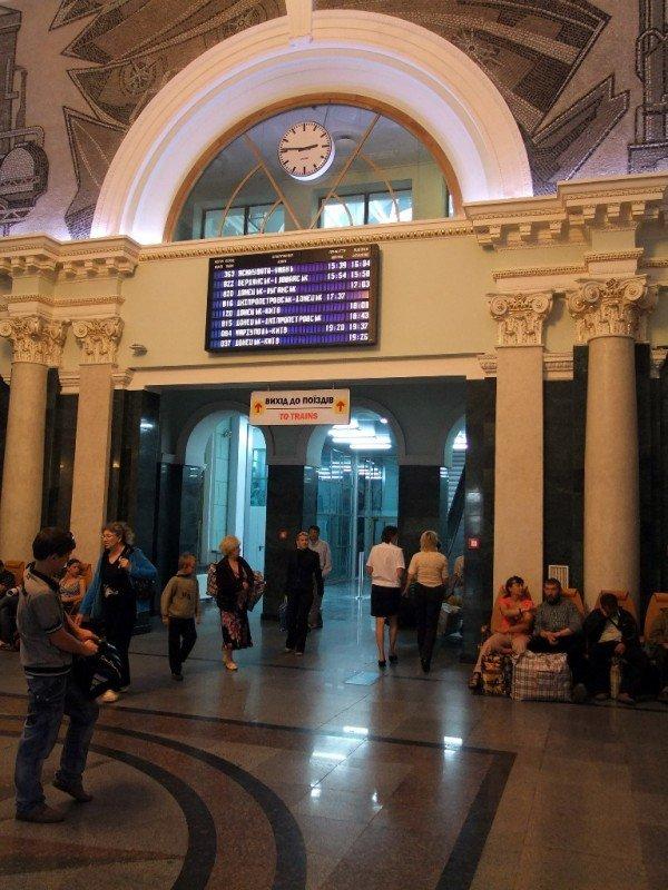 На новом Донецком железнодорожном вокзале нет урн для мусора (фото), фото-4