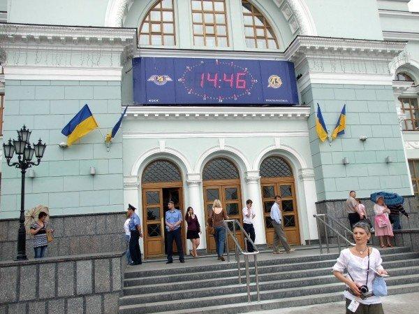 На новом Донецком железнодорожном вокзале нет урн для мусора (фото), фото-6