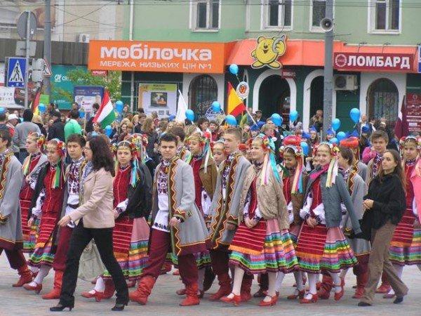 День Європи у Рівному: польський Президент, шкільний парад та жаба Володимира Хомка (ФОТО), фото-10