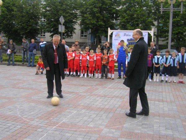 День Європи у Рівному: польський Президент, шкільний парад та жаба Володимира Хомка (ФОТО), фото-11