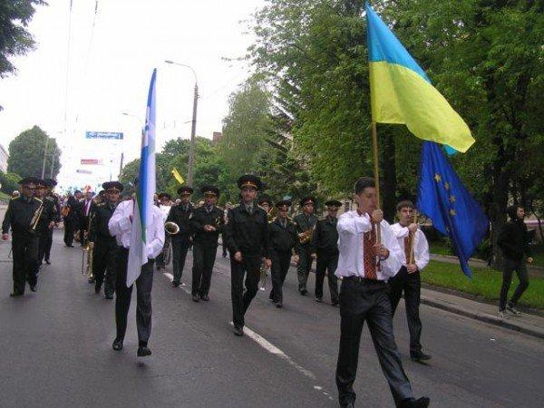 День Європи у Рівному: польський Президент, шкільний парад та жаба Володимира Хомка (ФОТО), фото-6