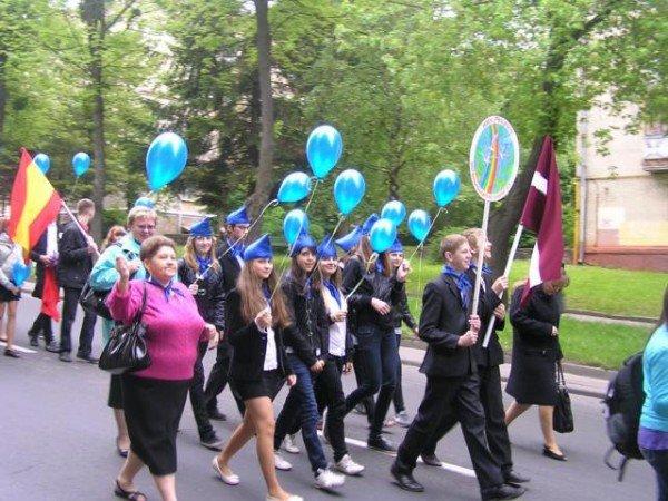 День Європи у Рівному: польський Президент, шкільний парад та жаба Володимира Хомка (ФОТО), фото-7
