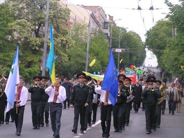 День Європи у Рівному: польський Президент, шкільний парад та жаба Володимира Хомка (ФОТО), фото-8