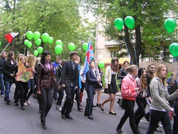 День Європи у Рівному: польський Президент, шкільний парад та жаба Володимира Хомка (ФОТО), фото-9